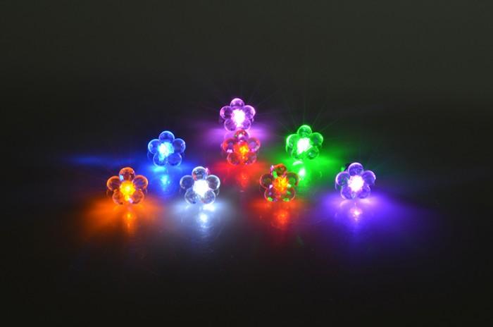 LED-Ohrstecker Blume
