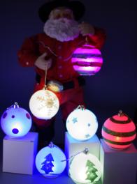 in verschiedenen Farben leuchtende LED Weihnachtskugeln (8er Set)