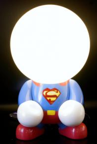 niedliche LED-Lampe Superman wiederaufladbare Nachttischlampe Tischlampe Kinderzimmer Wohnlicht