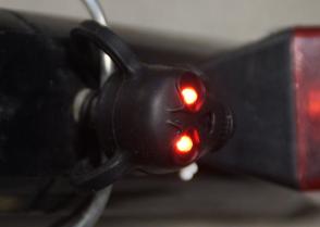 LED Totenkopf mit rotem Augenlicht