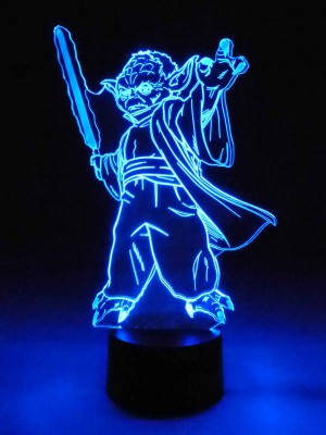 originelle 3D LED-Lampe Yoda als Jedi-Ritter mit Lichtschwert